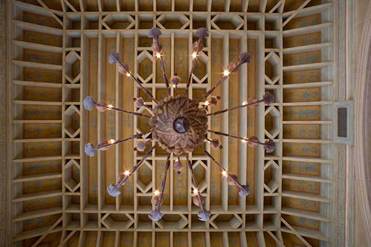 intricate chandelier and wooden ceiling design by Orlando builder Einheit Homes